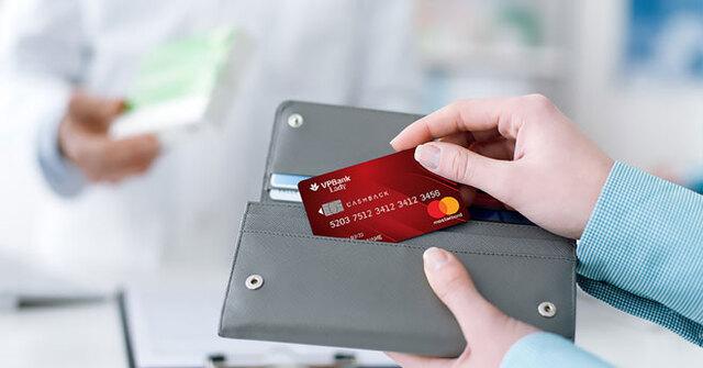 Khi rút tiền nhiều lần ngân hàng sẽ cộng dồn khoản phí này và chủ sở hữu sẽ phải thanh toán một khoản tiền nhất định