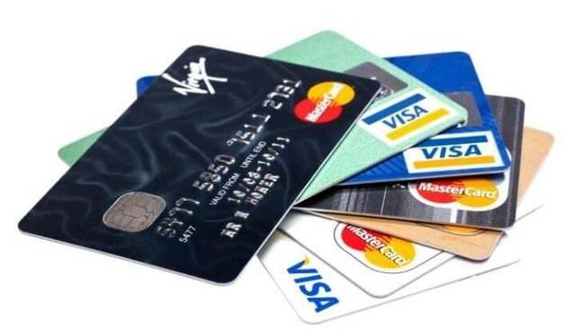 Thẻ tín dụng cho phép bạn rút tiền mặt tương tự như thẻ ngân hàng