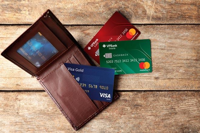 Khi mua hàng trả góp bằng thẻ tín dụng lãi suất áp dụng lúc này là 0%