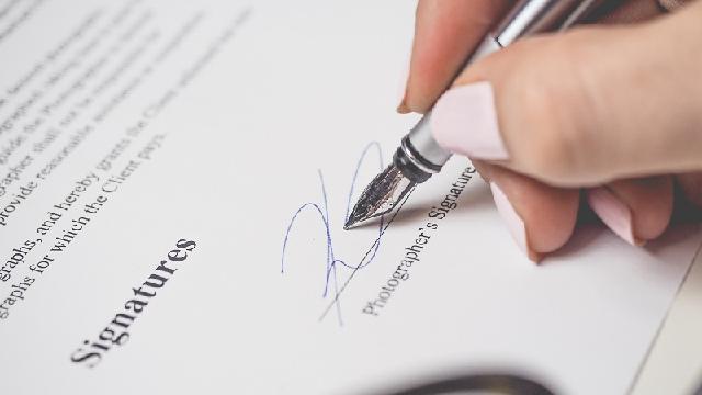 Vay tiền bằng hợp đồng bảo hiểm có mất phí không?